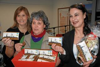 Seit November 2012 gibt es die fair gehandelte Wesel-Schokolade im Eine-Welt-Laden und anderen Verkaufsstellen der Stadt Wesel (hier bei der Präsentation).