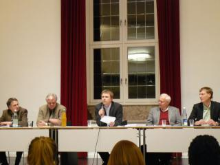 Teilnehmer der Podiumsdiskussion (D. Hofmann, T. Pape, T. Rünker, Dr. E. Krain, F. Hütz-Adams)