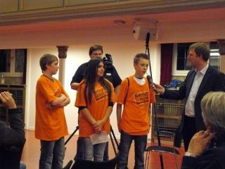 Schüler aus Düsseldorf erläutern ihr Projekt