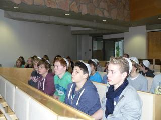 Schüler aus Rees in der Synagoge