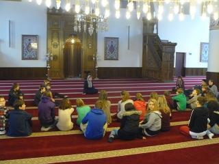 Schülergruppe in der Moschee