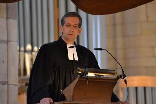 Brödenfeld bei seiner ersten Predigt als Superintendent auf der Kanzel im Willibrordi-Dom