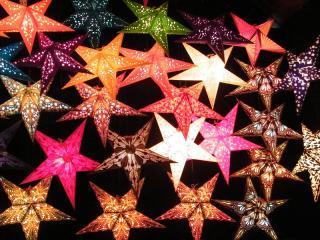 Leuchtende Sterne für die dunkle Jahreszeit (Foto: Petra Glanz_Pixelio.de)