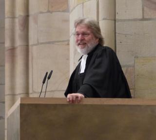 Pfarrer Dr. Lehnert bei der Predigt