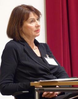 Verwaltungsleiterin Dorothea Störmer bei ihrer letzten Synode.